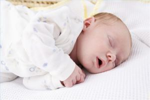 Նորածին երեխայի քունը. ծնվելուց մինչև չորս շաբաթական